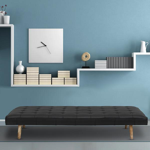 Daybed in buttoned black leather with massive oblique legs - Deszine Talks