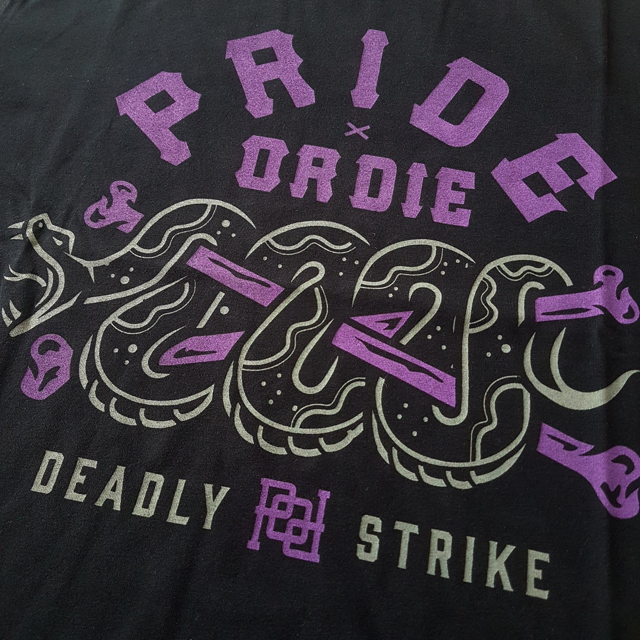 "T-Shirt PRiDEorDiE ""DEADLY STRIKE"" - Noir"