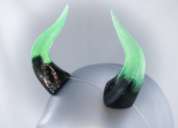 Venom Specialty Color Cast Resin Horns
