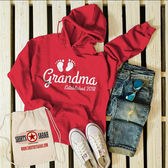 Men's Hoodie Grandma Established 2018 Baby Feet Promotion New Baby Reveal Pullover Sweatshirt-Shirts By Sarah