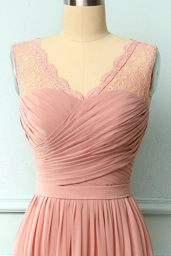 Robe en dentelle à volants blush