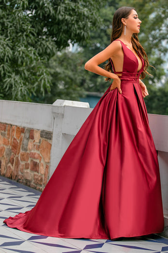 Robe de bal en satin bordeaux