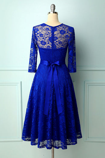 Robe en dentelle bleu royal rose