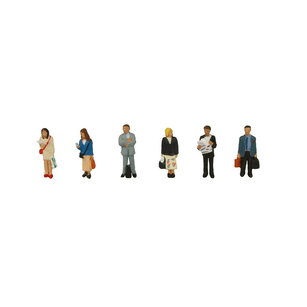 GRAHAM FARISH 379-304 N GAUGE STATION PASSENGERS STANDING - (PRICE INCLUDES DELIVERY)