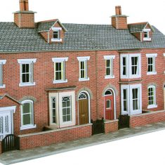 METCALFE PO274 OO/1:76 RED BRICK TERRACED HOUSE FRONTSLOW RELIEF - (PRICE INCLUDES DELIVERY)