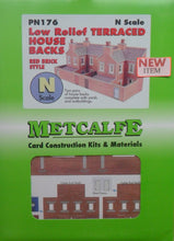 Load image into Gallery viewer, METCALFE PN176 N GAUGE LOW RELIFE TERRACED HOUS BACKS RED BRICK STYLE - (PRICE INCLUDES DELIVERY)