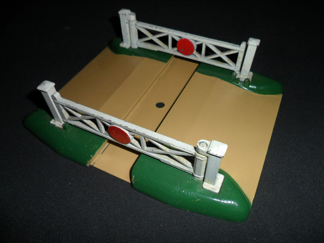 PRE-LOVED HORNBY DUBLO CROSSING (PRICE INCLUDES DELIVERY)