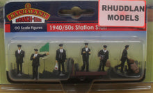 Load image into Gallery viewer, BACHMANN SCENECRAFT 36-404 OO 1940/50 STATION STAFF - (PRICE INCLUDES DELIVERY)
