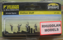 Load image into Gallery viewer, GRAHAM FARISH 379-303 N GAUGE STATION STAFF - (PRICE INCLUDES DELIVERY)
