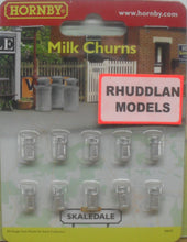 Load image into Gallery viewer, HORNBY SKALEDALE R8678 00/1:76 MILK CHURNS - (PRICE INCLUDES DELIVERY)