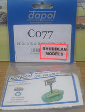 Load image into Gallery viewer, DAPOL CO77 OO/1:76 PUB SIGN &HORSE TROUGH - (PRICE INCLUDES DELIVERY)