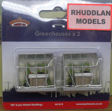 Load image into Gallery viewer, BACHMANN SCENECRAFT 44-515 OO/1.76 GREENHOUSES X2 - (PRICE INCLUDES DELIVERY)