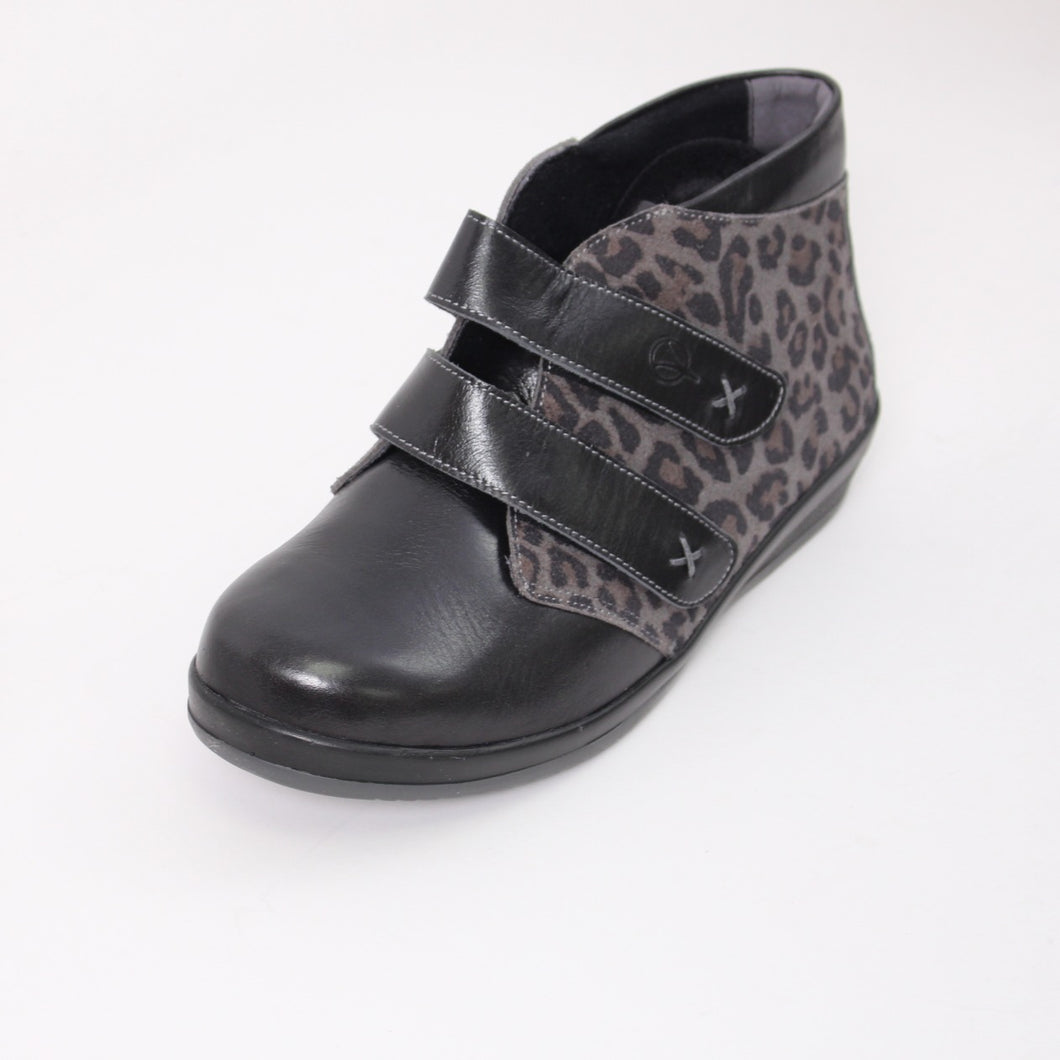 376 Sandpiper Bali Black/Grey Leopard Ladies Extra Wide Velcro Boot size 4
