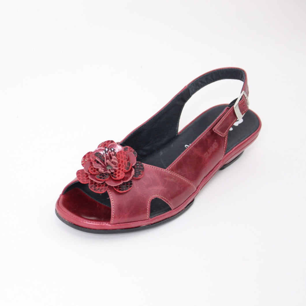 386 Suave Red Ladies Sandal size 4