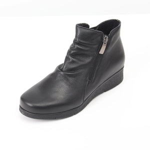 075 Footsoft Black Ankle Boot size 4