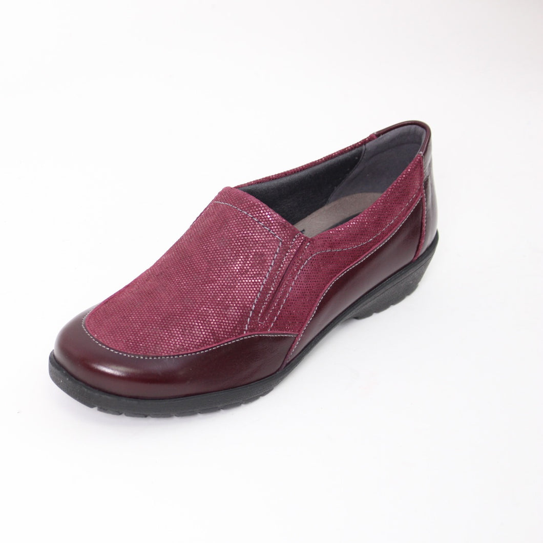 420 Suave Jan Burgundy Patent/Print Ladies Casual Shoe size 4