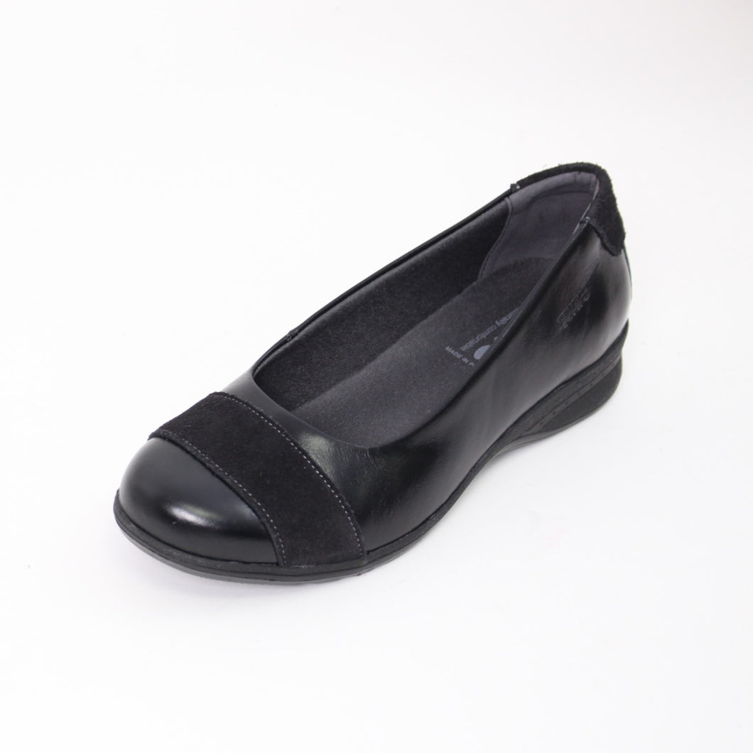 425 Suave Bethany Black/Suede Ladies Casual Shoe size 4