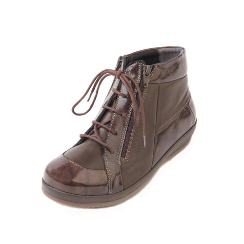 181 Sandpiper Bayton Brown/Patent Extra Wide Boot size 4