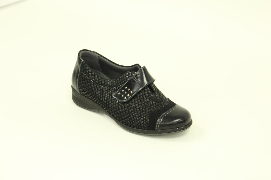 266 Suave Bunty Black/Scales Casual Shoe size 4