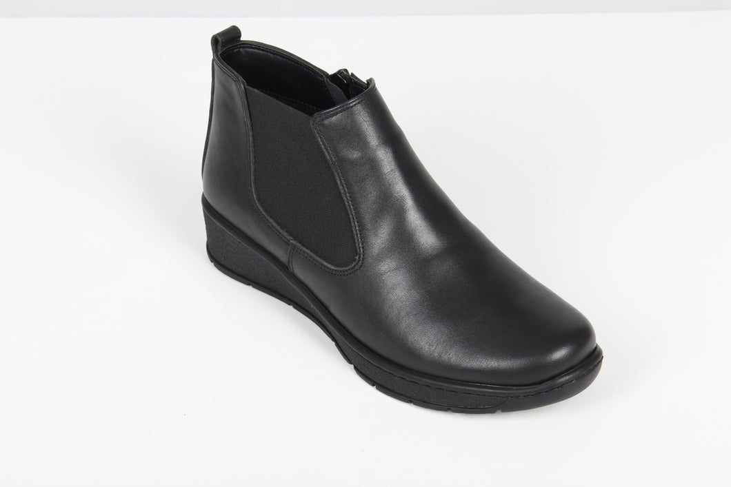 280 Footsoft Thelma Black Zip Boot size 4