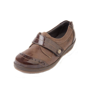 016 Sandpiper Fenwick Brown/Patent Extra Wide Shoe size 4