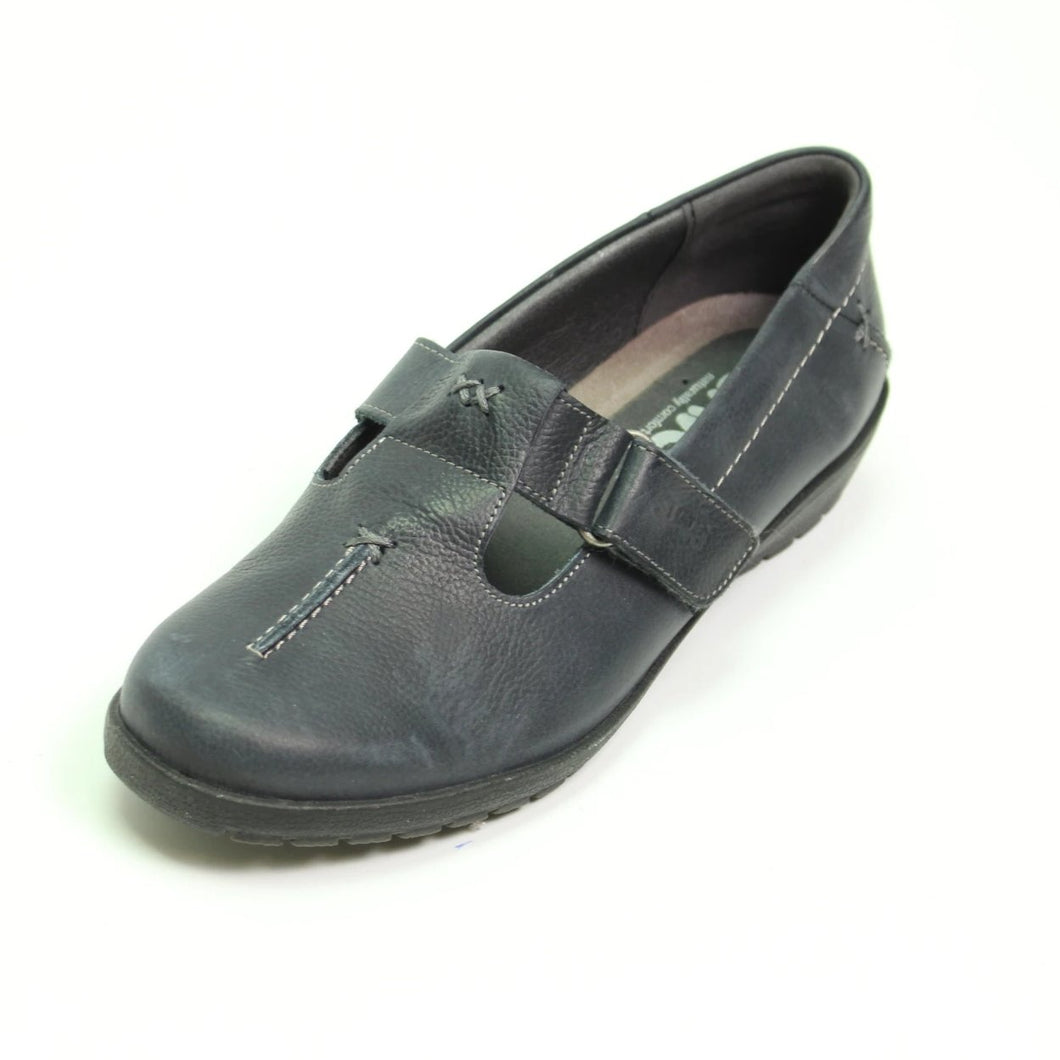056 Suave Jane Navy Casual Shoe size 4