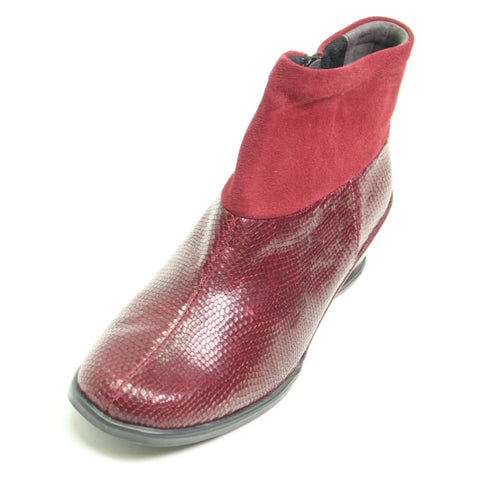 092 Suave Sandy Wine/Suede Ankle Boot size 4