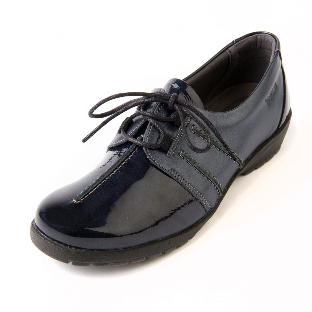 143 Suave Joan Navy/Patent Casual Shoe size 4