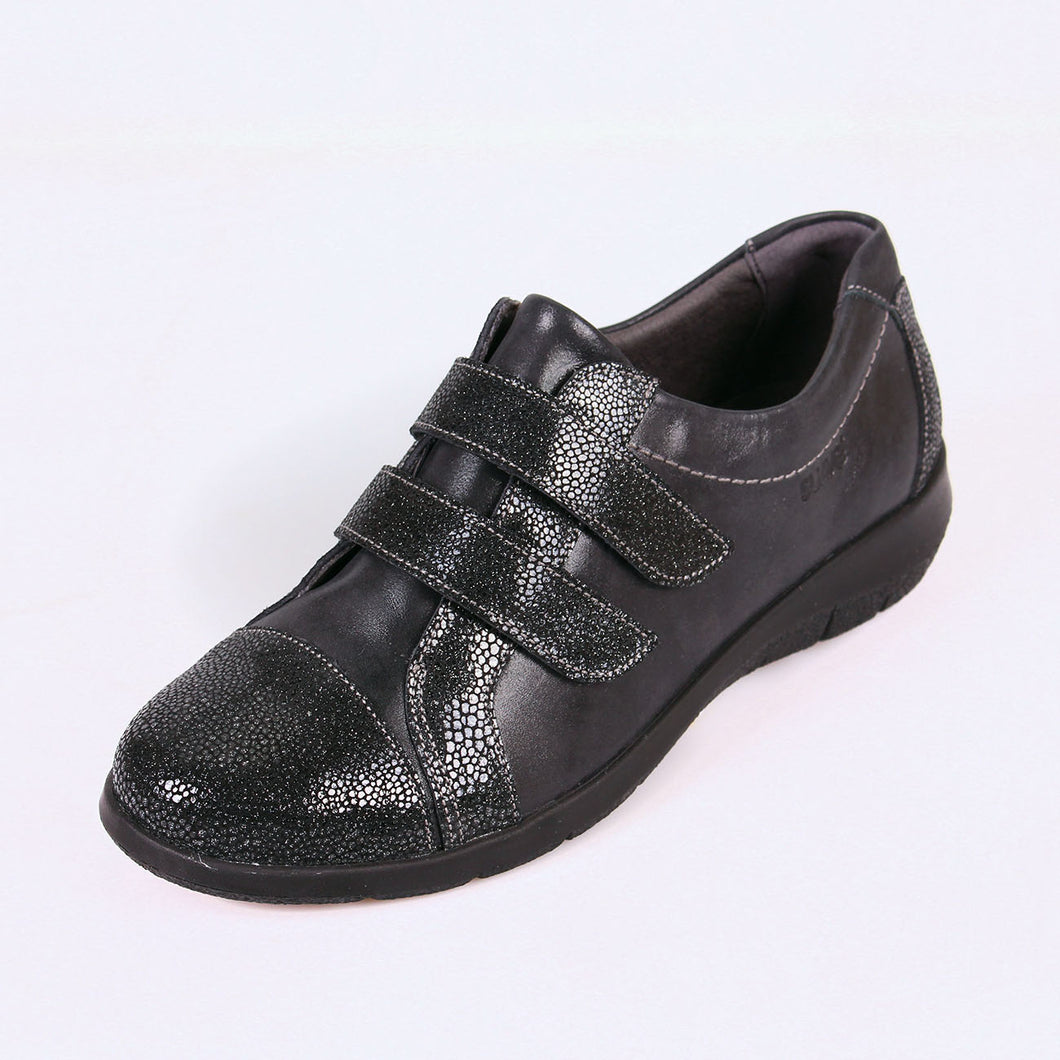 246 Suave Louise Black/Shimmer Casual Shoe size 4
