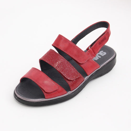 359 Suave Karina Red/Print Ladies Sandal size 4