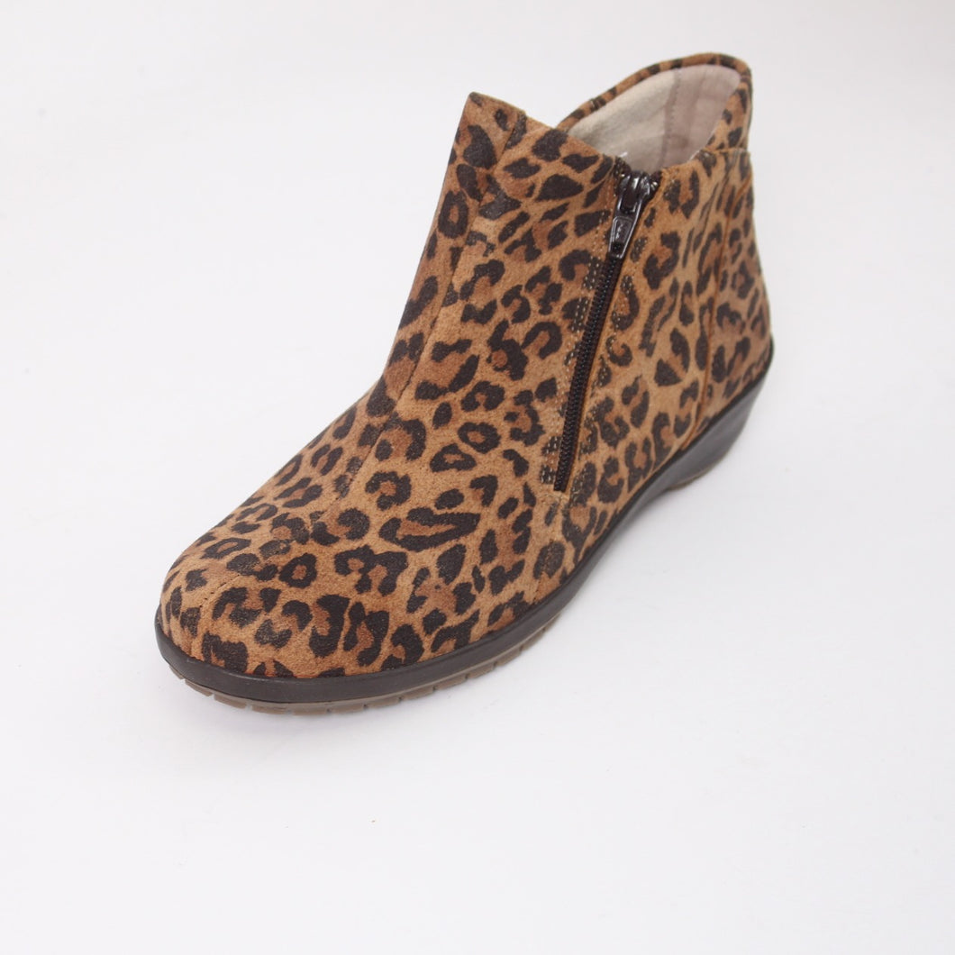 381 Suave Quinn Leopard Ladies Ankle Boot size 4