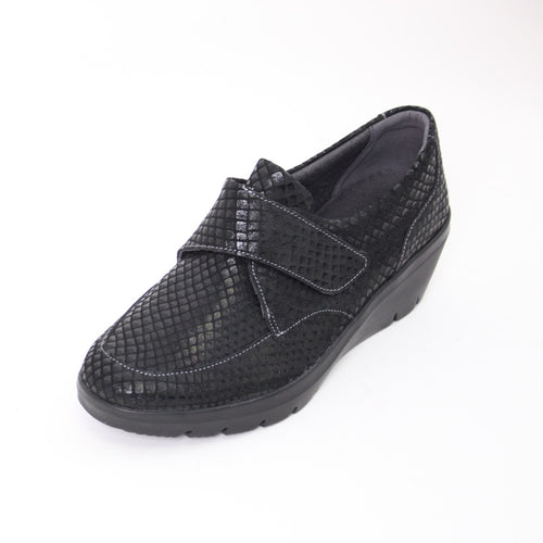 429 Suave Black Scales Ladies Velcro Casual Shoes Size 4