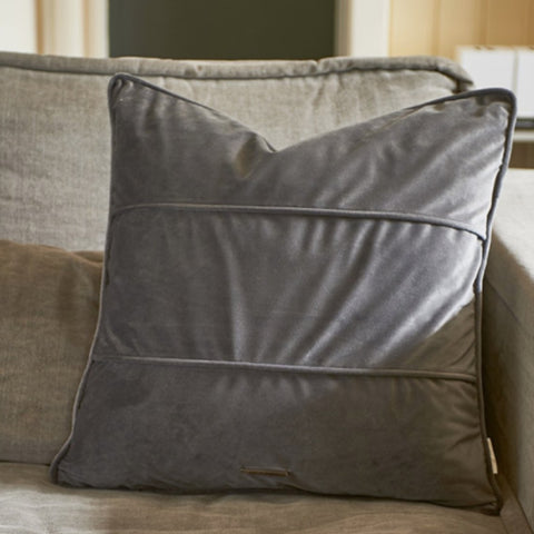 Amazing Allure Velvet Pillow Cover - Südstrand