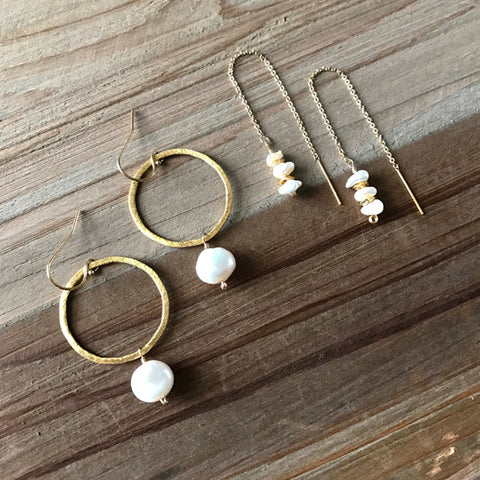 Circle Link Earring in Gold and White Pearl