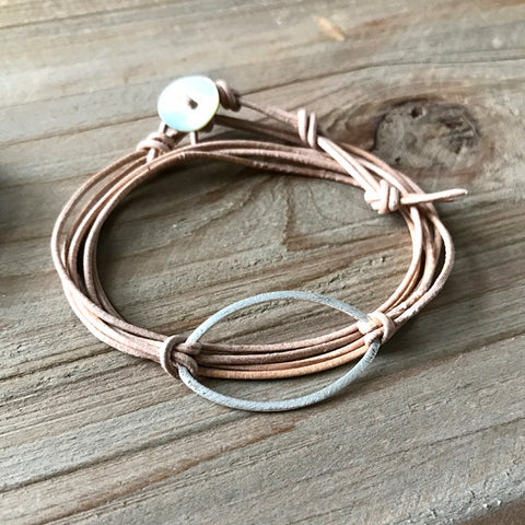 Metal Link Bracelet in Silver Oval and Light Leather