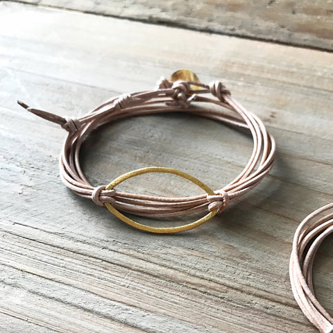 Metal Link Bracelet in Gold Oval and Light Leather