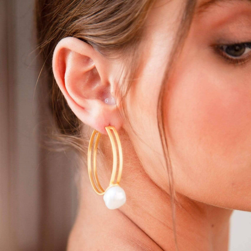 LOLA - PEARL BRIDAL HOOP EARRINGS - GOLD