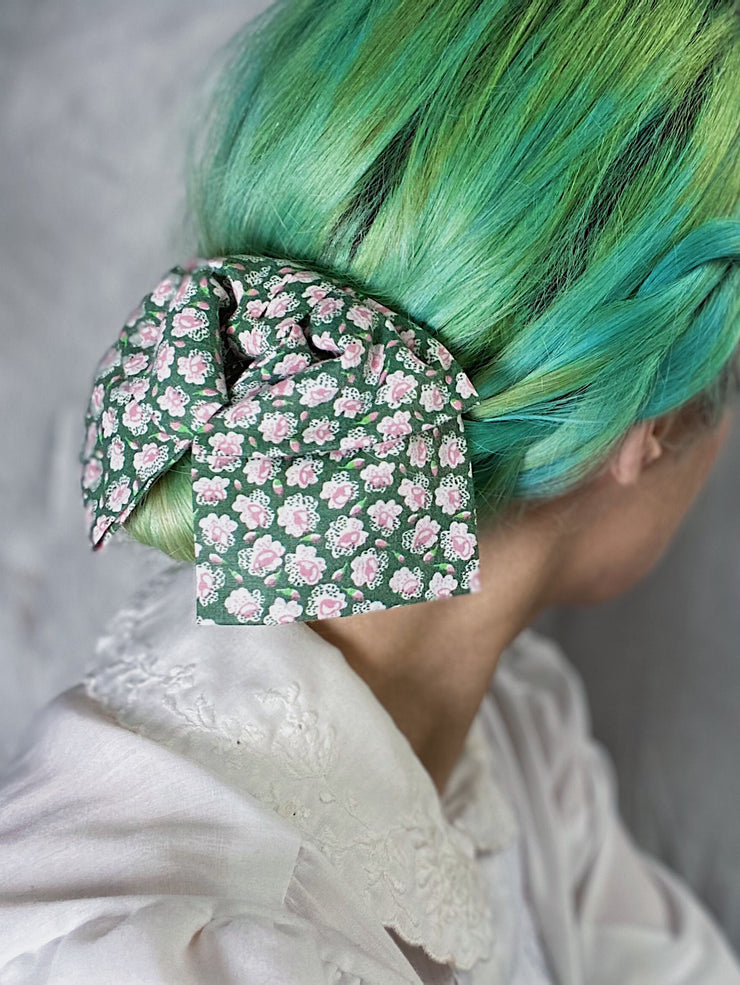 vintage retro style rose pattern floral patterned green pink hair bow hairbow clip in