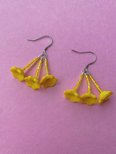 yellow floral glass bead beaded earrings hanging flowers