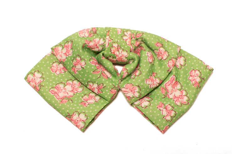 green dotted floral pattern pink flowers vintage retro style hairbow hair bow clip in