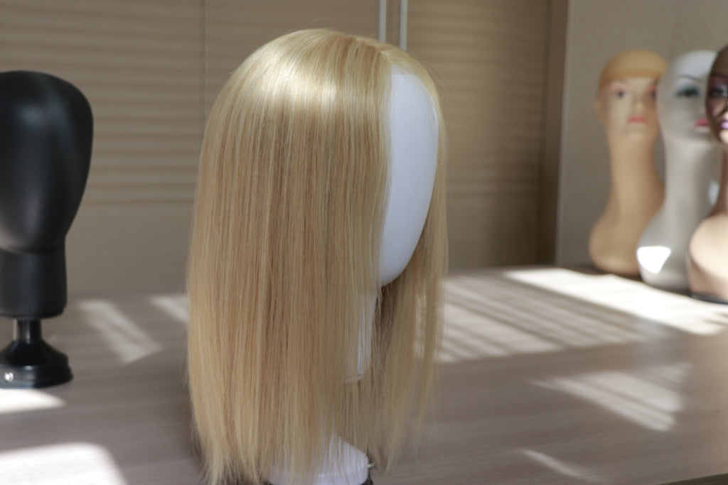 A VERY ELASTIC AND VALUABLE WOMAN SILK TOUPEE: