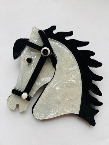 Vintage reproduction Acryl Brosche - Horse head