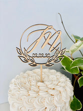 Load image into Gallery viewer, Personalized Initial Date Circle Half Wreath Cake Topper, 5""