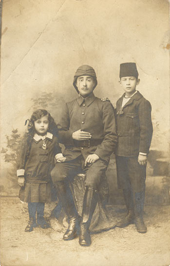 An officer posing with his children before Gallipoli campaign