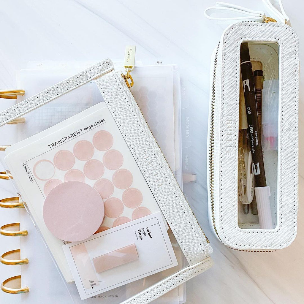 How Jen Mackintosh fills her Clarity Mini Jetset Case and Clarity Clutch Small in Chalk.