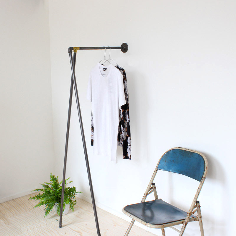 RAW58 Johanne clothing rack in black
