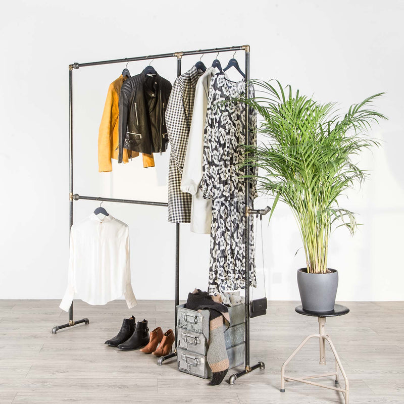 RAW58 Alma clothes rack in black