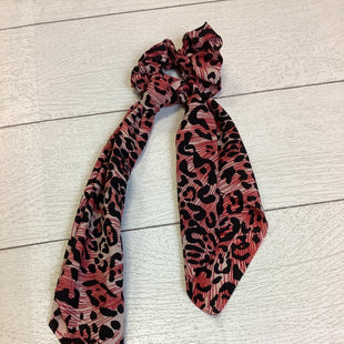 Primary Photo - BRAND:    CLOTHES MENTOR STYLE: ACCESSORY LABEL COLOR: ANIMAL PRINT SKU: 210-210157-1381