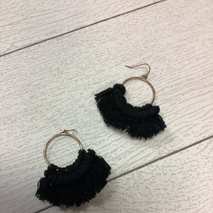 Primary Photo - BRAND:    CLOTHES MENTOR STYLE: EARRINGS COLOR: BLACK SKU: 210-210142-3761