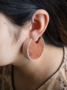 Wooden earrings in large size with salmon leather